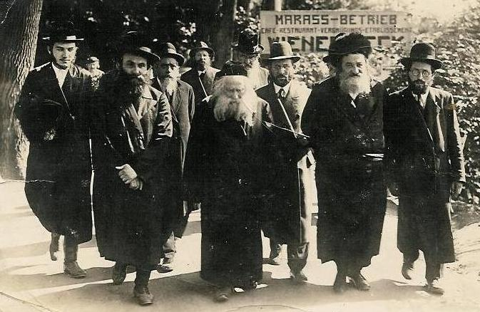 Ger Hasidim (Source: Wikipedia Commons)