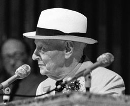 Isaac Bashevis Singer. Source: MDCarchives cropped by Beyond My Ken, Wikimedia Commons.