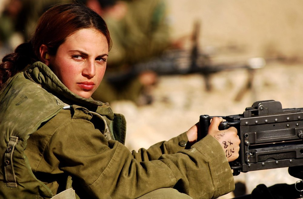 1600px-Flickr_-_Israel_Defense_Forces_-_Female_Soldier_at_the_Shooting_Range_(1)